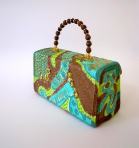 Structure purse by purse making student